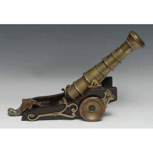 3544 - An interesting scratch-built desk model signal cannon, 29cm barrel, wooden carriage, 40cm long