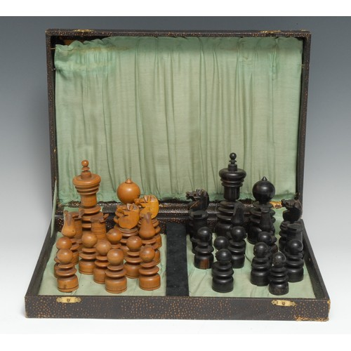 3106 - A boxwood and ebonised upright chess set, the Kings 11cm high