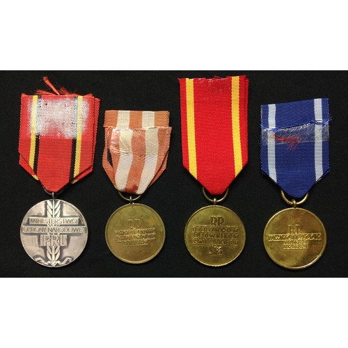 13 - WW2 Polish Campaign Medal collection comprising of : Warsaw Medal: Oder-Nyes-Baltic Medal: Berlin Me...