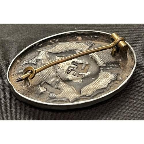 16 - WW2 Third Reich Verwundetenabzeichen im Schwarz 1939 Wound Badge in Black 1939. Brass hinge and catc...