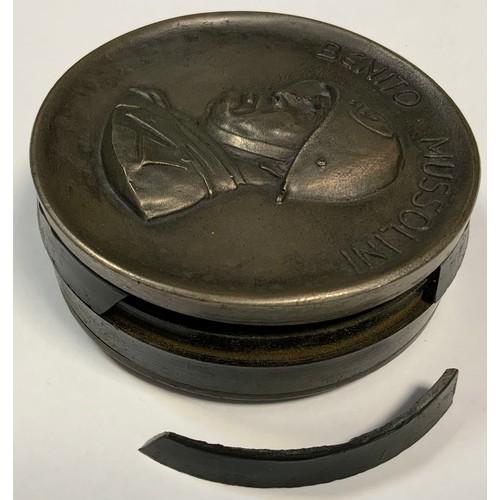 36 - A replica Benito Mussolini circular snuff box, Dovia de Predappio, 29 Luilio 1883, 73mm diameter.