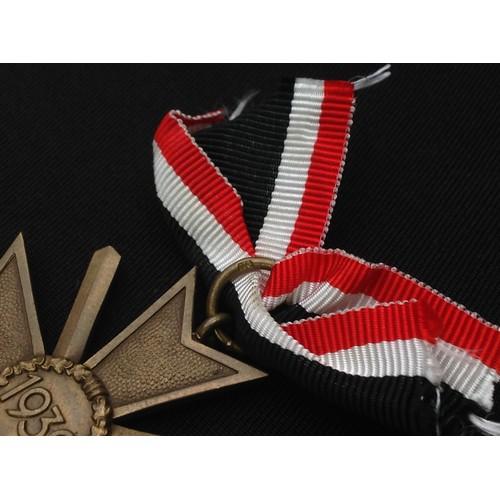45 - WW2 Third Reich Kriegsverdienstkreuz 2.Klasse mit Schwertern - War Merit Cross 2nd Class with Swords...