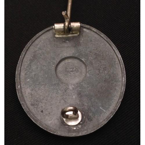 51 - WW2 Third Reich Verwundetenabzeichen 1939 in Silber - Wound Badge 1939 in Silver. Maker marked L 24....