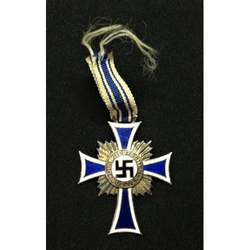 59 - WW2 Third Reich Ehrenkreuz der Deutchen Mutter im Silber. Mothers Cross in Silver. Very short length...