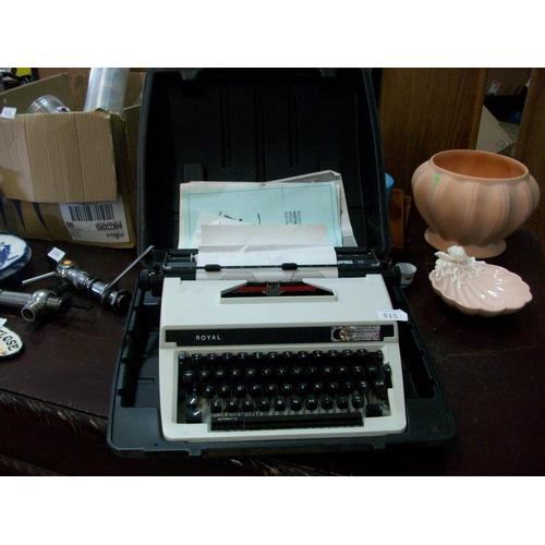 515 - Vintage 'Royal Typewriter in Case (w)...