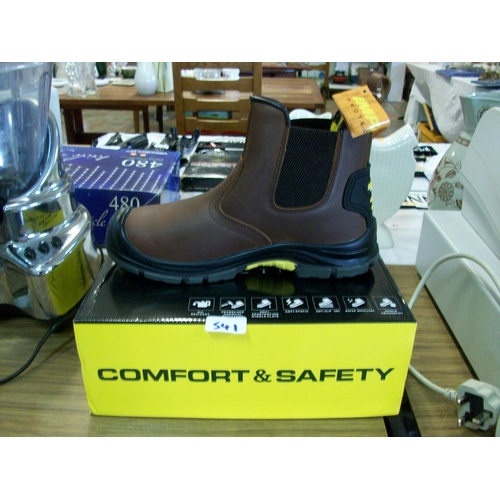 541 - Safety Boots (size 9)...