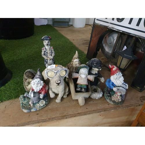 289 - Selection of Outdoor Garden Ornaments...