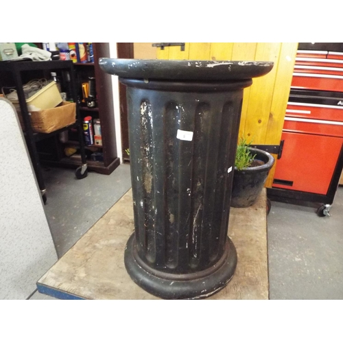 5 - Large Resin Garden Pedestal - stands 66cm...