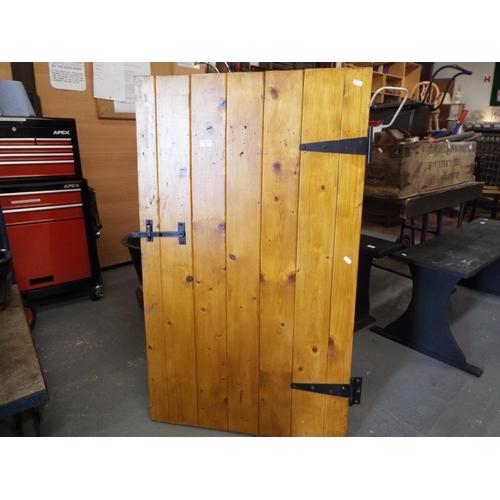 6 - Pine plank half door with latch and hinges 120x71cm...