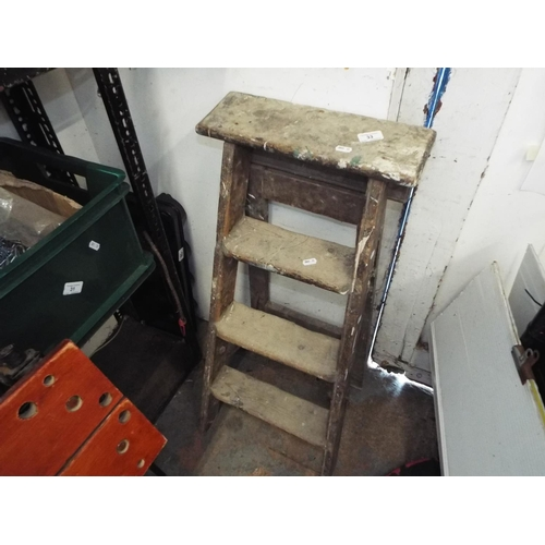 33 - Small Step Ladder...