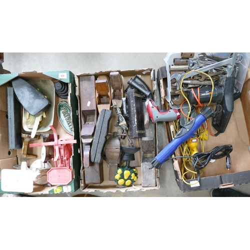 48 - Mixed collection of vintage tools to include weighing scales, planes, Black & Decker BD280, lighting...