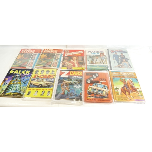 42 - Fifteen annuals including - Land of Giants (2), Crossroads Special, The Dalek Book, Sapphire and Ste...