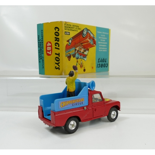 1006 - Corgi 487 Red Chipperfields Circus Landrover in excellent to near mint condition, in good condition ...