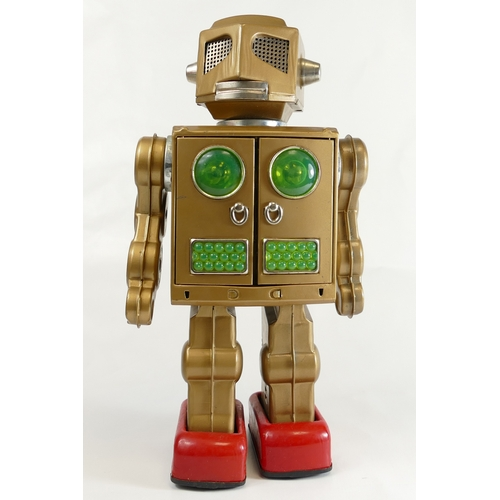 1048 - SH Horikawa Gold Attacking Martian Robot made in Japan (battery operated boxed item)...