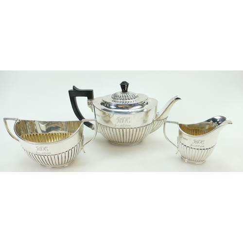 1174 - Silver three piece Teaset, Chester 1914, 784 grams (3)...