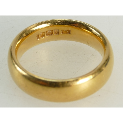 1280 - WEDDING RING / BAND in 22ct gold.  Size M and weighs 10.4g....