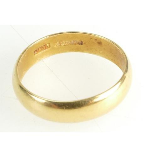 1300 - 22ct hallmarked Gold Wedding Band / ring - ladies. UK size O, 4.5mm deep, 4.2g....
