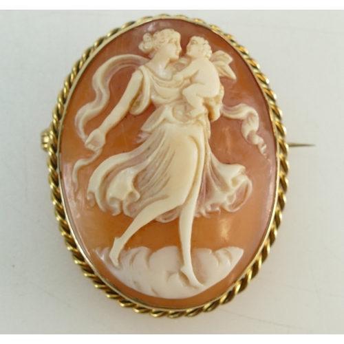 1318 - 9ct Gold oval Cameo Brooch, 9.3 grams...