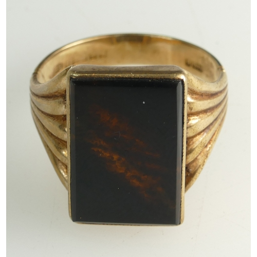 1356 - Early 20th century 9ct Gents ring set with oblong Onyx stone, size U, 6.1 grams...