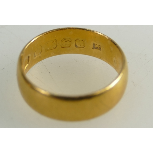 1364 - 22ct Gold Wedding ring (4.0g), together with 2 x 9ct rings - signet & wedding ring, 3.9g. (3)...