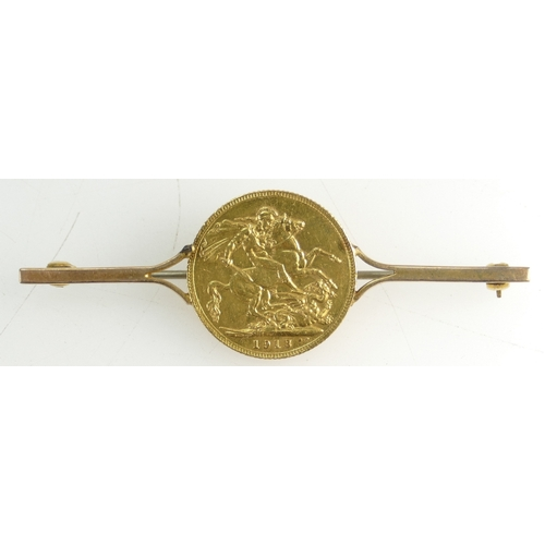 1365 - Full Sovereign Gold mounted Brooch - 10.3g inc steel pin....
