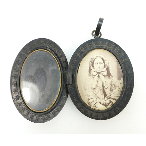 1380 - Victorian Jet oval Brooch ''In memory of''...