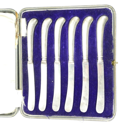 1159 - Silver basket hallmarked for London 1930, 350 grams and a set of Silver handled knifes in a box (2)...