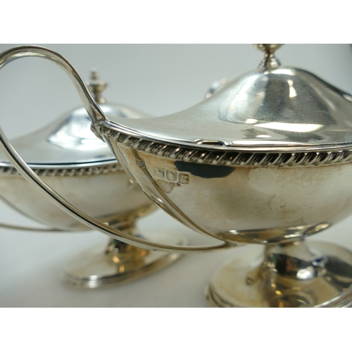 1181 - Pair of Silver Sauce Tureens with lids, clearly hallmarked for Sheffield 1902. 696.2g....