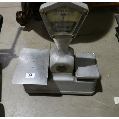 10 - Vardome & Hart Ltd London shop scales ( without weights)...