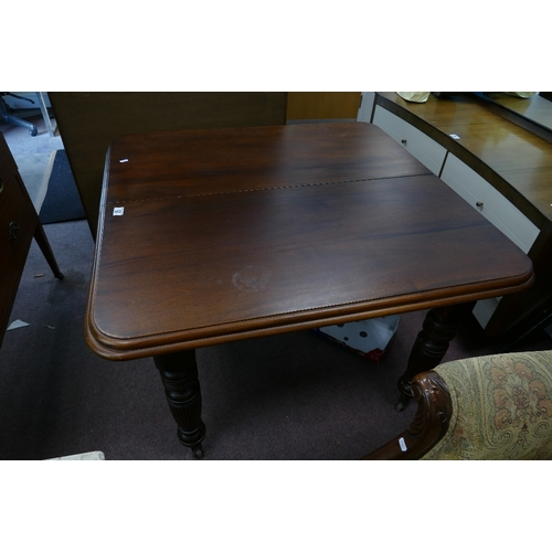 42 - Victorian Mahogany extending dining table ( 1 extension leaf) on casters...