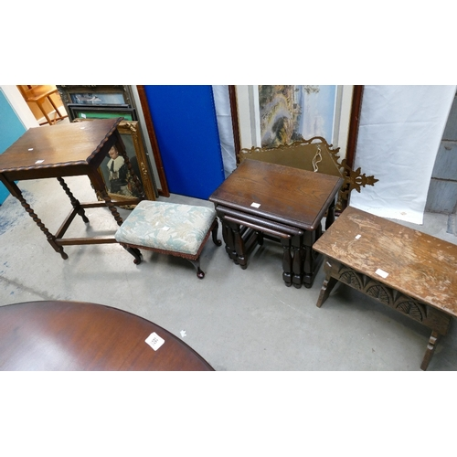64 - A small collection of furniture to include 20th Century oak barley twist side table, nest of 3 table...
