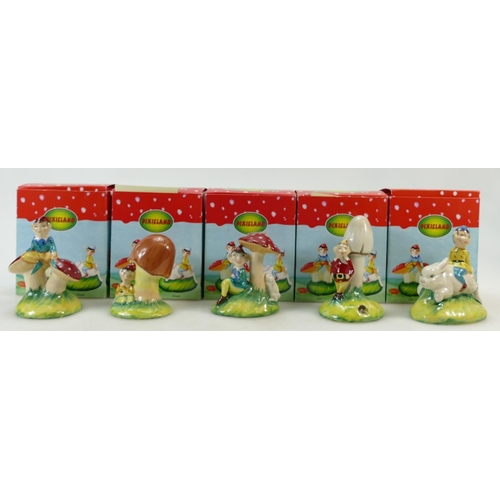 31 - Old Court pottery Pixie Land set: Pixie Land set to include Leo, Dinah, Broc, Isabelle and Millie. B...