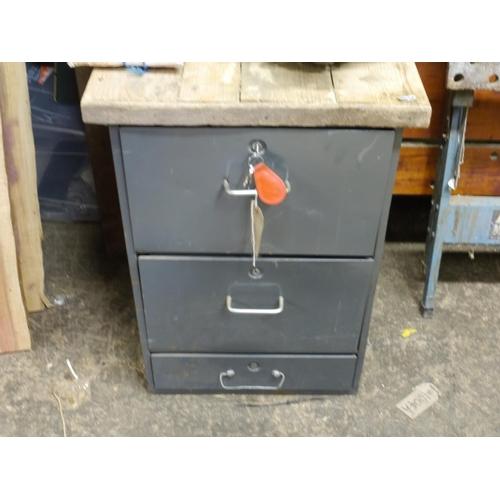 325 - 3 Drawer filing cabinet...