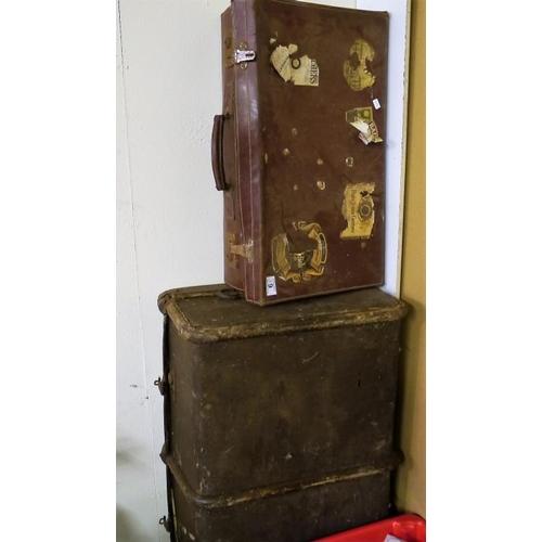 10 - 2 Vintage trunks...