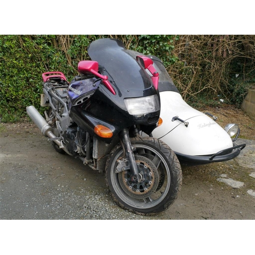 361 - Kawasaki 1052cc motorcycle with twin cam 16 valve and Hedingham sidecar. 1990. Reg. H663 0WP. V5...