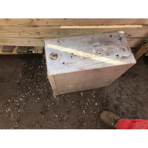 19 - Aluminium box...