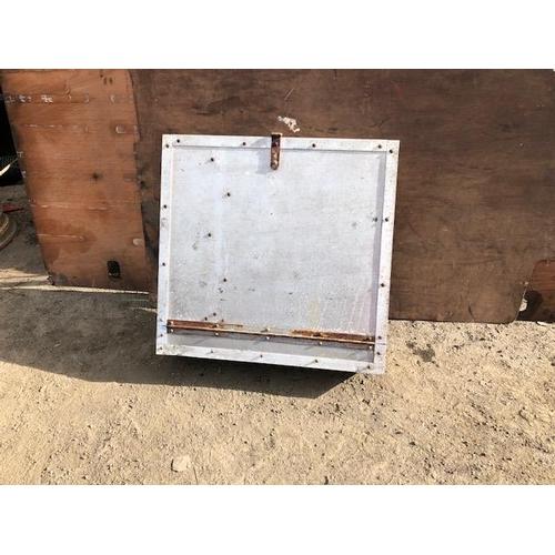 23 - Aluminium cat walk box...