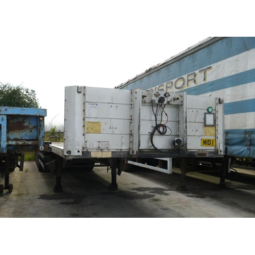 14 - Schmitz tri axle trailer, flat bed, 45ft, disc brakes....