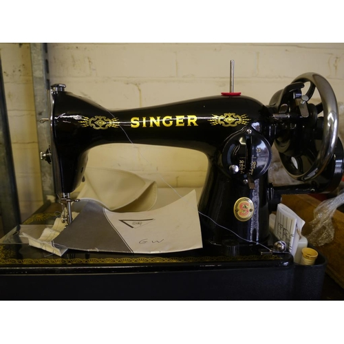 219 - Singer sewing machine...