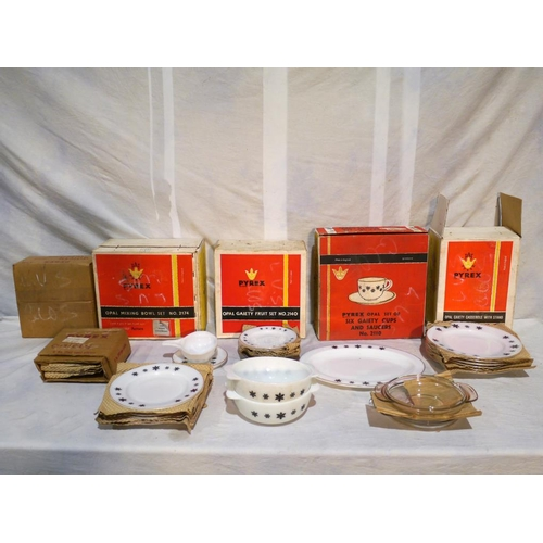 30 - Pyrex ware black snowflake pattern and 4pieces of gooseberry pattern...