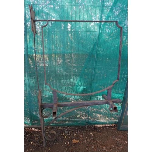 53 - Wrought iron wall bracket...