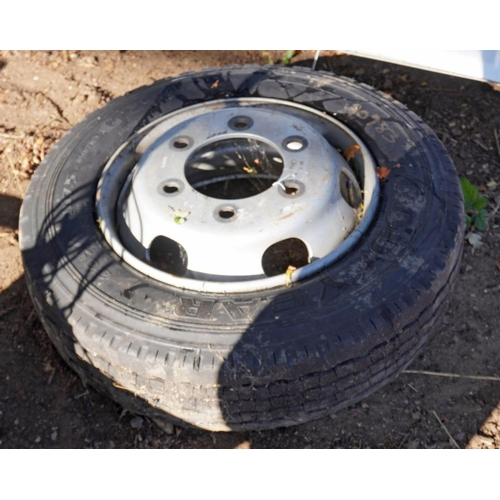 7 - Lorry wheel and tyre 205/75x17.5...