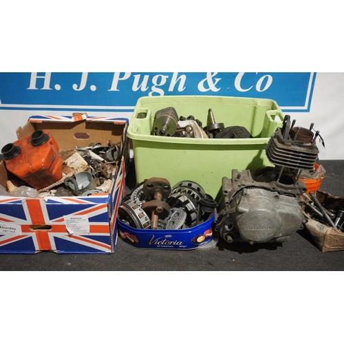 32 - Box of Honda 125cc engine parts and box of assorted Honda parts...