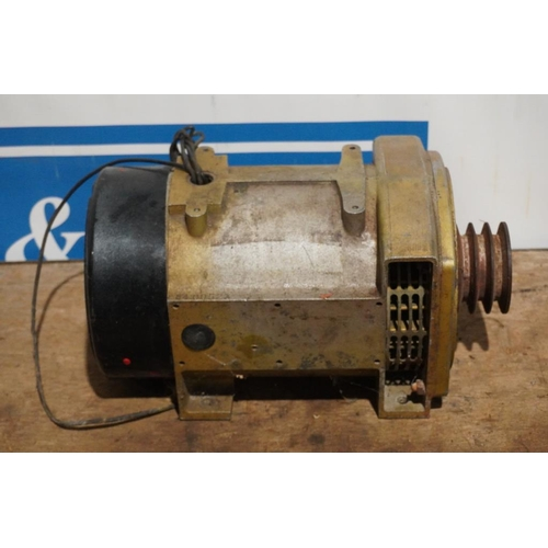 32 - Generator 240V...