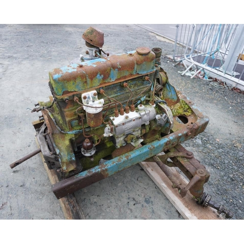 39 - Fordson Major 4 cylinder engine and front axle...