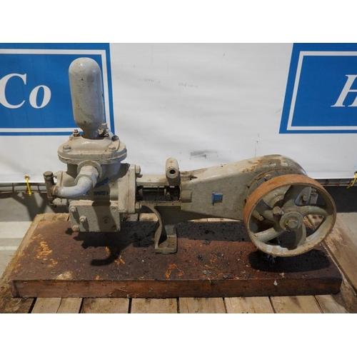 47 - Lee Howl Fordson Super Major pump...