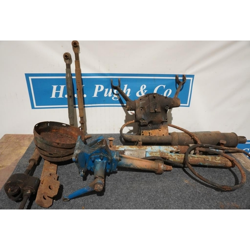 51 - Fordson spares to include steering column and hydraulic rams...