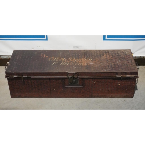 58 - Military trunk from WWII. CHM Dixon 1st Hereford regiment, 2nd lieutenant...