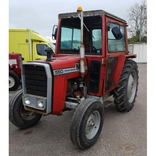1550 - Massey Ferguson 550 tractor. Good runner, everything works, needs reconditioning. V5...