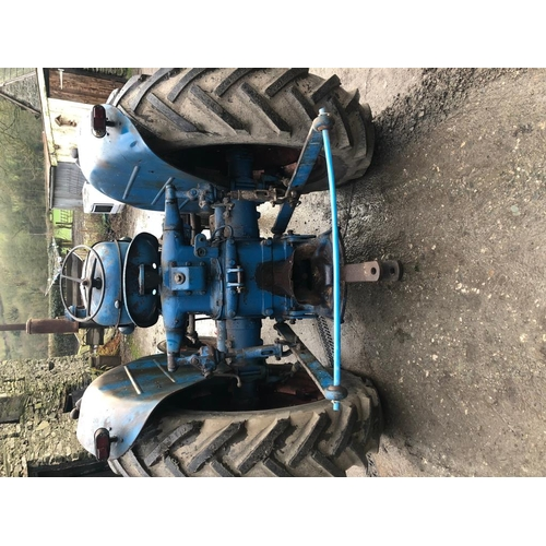 1597 - Fordson Major diesel tractor. In very good condition, runs and drives perfect. Rear linkage and pull...
